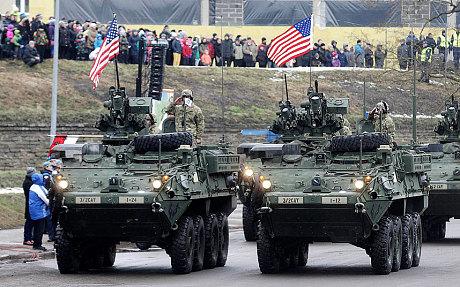 Telegraph: Військові США і Великобританії пройшли парадом в 300 метрах від російського кордону