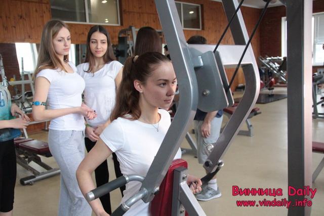 """Як вінницькі красуні до конкурсу краси """"Міс Вінниця"""" у спортклубі готуються"""