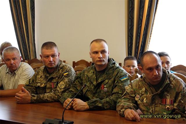 Вінницьких «кіборгів» відзначено обласними нагородами та волонтерськими відзнаками «За оборону країни»