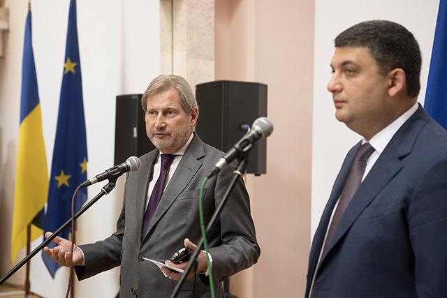 Єврокомісар Й. Ган та Прем'єр-міністр України В. Гройсман