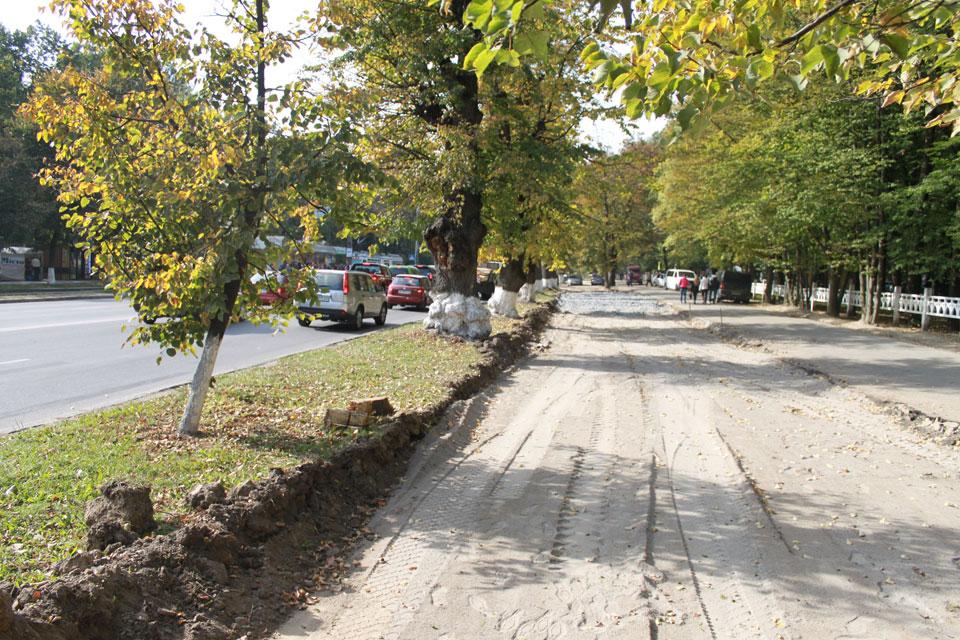 До кінця місяця по Хмельницькому шосе з'явиться нова паркова на 44 місця