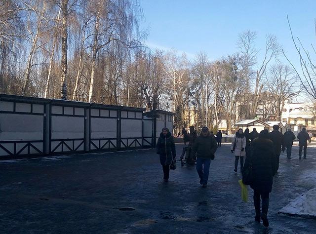 У сквері Козицького готуються до новорічної ярмарки