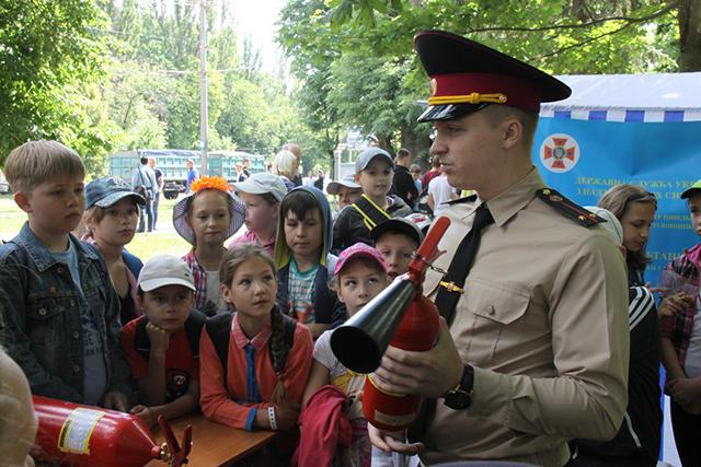 У Вінниці дітей та молодь навчали, як діяти в надзвичайних ситуаціях та надавати першу допомогу