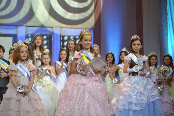 """Дев'ятирічна вінничанка Дар'я Драчук стала """"Міні Міс Україна-2012"""""""