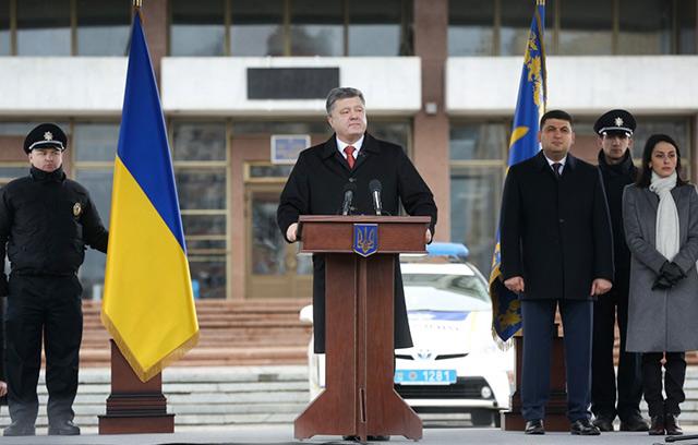 Президент взяв участь у церемонії складення присяги патрульною поліцією Вінниці: Поліцейський завжди на боці народу