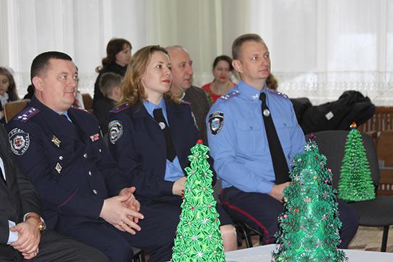 Поліцейські Вінниччини привітали із днем Святого Миколая вихованців брацлавського НВК