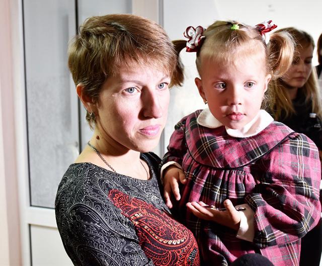 3-річна донька загиблого героя Валерія Трофимчука разом з мамою