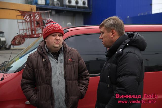"""Для бійців """"Азову"""" колектив Вінницької кондитерської фабрики """"Рошен"""" придбали вже друге авто"""