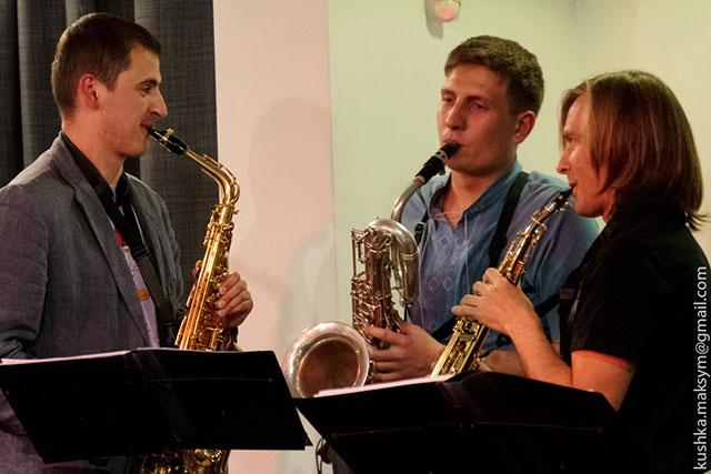 Актуальне мистецтво: з саксофоном про революцію