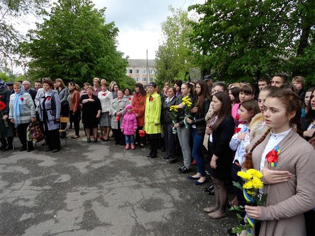 Пам'ять полеглих на Сході України бійців Липовецького району увіковічнено у школах, де вони навчались