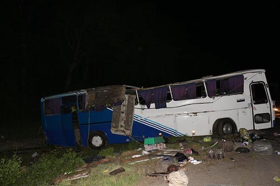 На Вінниччині перекинувся рейсовий автобус: троє осіб загинуло, восьмеро у лікарні