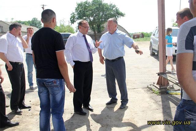 Немирівське господарство допомогає облаштовувати дороги між селами та реконструювати шкільну котельню