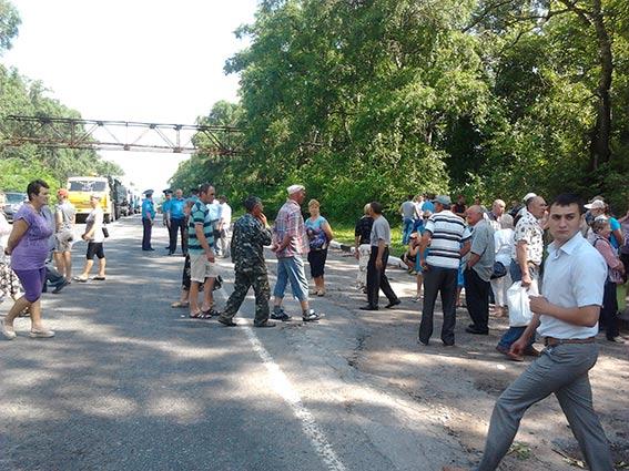 В Козятинському районі мешканці перекрили трасу, аби вберегти цукровий завод