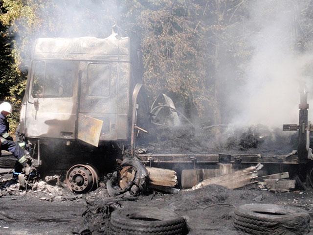 На Вінниччині загорілась фура, яка перевозила  автомобільні шини з Росії у Болгарію