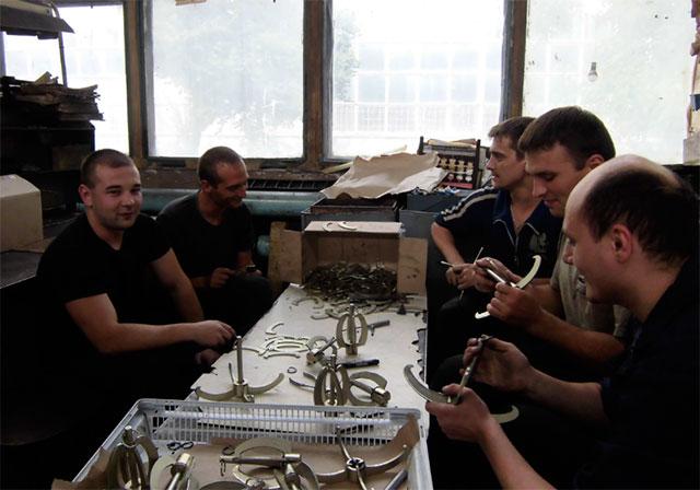 У Вінниці виготовили сотню «кішок» для українських військових
