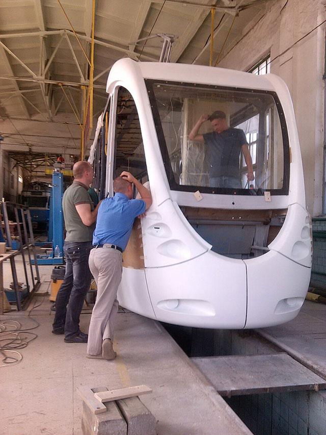 На базі стареньких чешських трамваїв у Вінниці створюють нові сучасні вагони