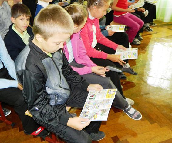 Вінницькі ДАІшники у школах навчають діток дорожній грамоті