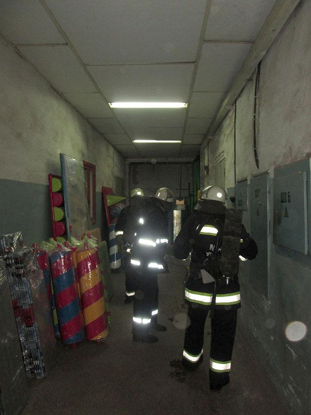 """Вчора вінницькі рятувальники """"гасили"""" умовну пожежу на заводі """"Аналог"""""""