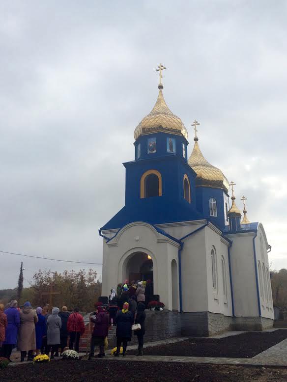 У селі Довжок освячено Храм Воздвиження Христа Господнього, побудованого за кошти Фонду Порошенка