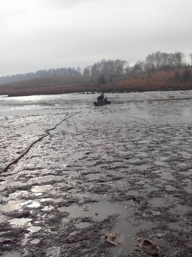 На Вінниччині рятувальники діставали двох чоловіків, які застрягли у намулі