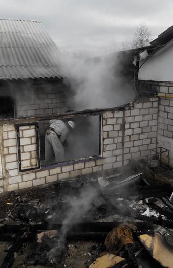В Тульчинському районі пожежа в прибудові до житлового будинку ледь не залишила людей без даху над головою