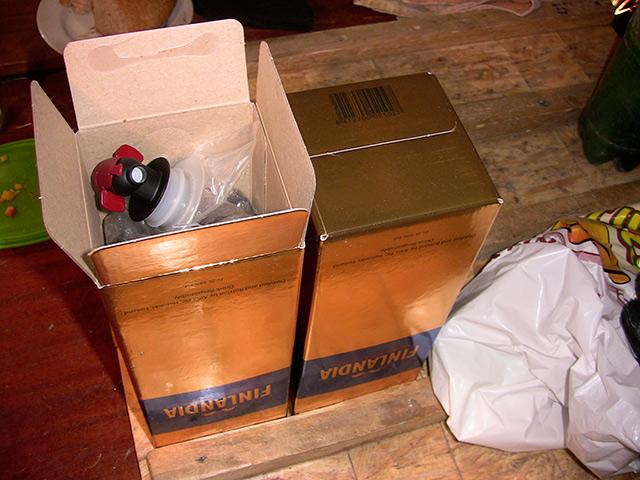 У Могилів-Подільському фіскали вилучили більше двох тонн фальшивої горілки та коньяку