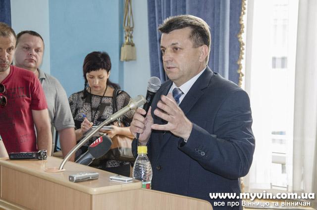 Депутатів облради «змусили» поділитись з бійцями АТО. А обранці усе кричали: хто «Слава Україні!», хто «Ганьба!»