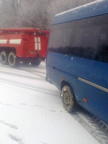 В Чечельницькому районі маршрутка разом із пасажирами з'їхала в кювет