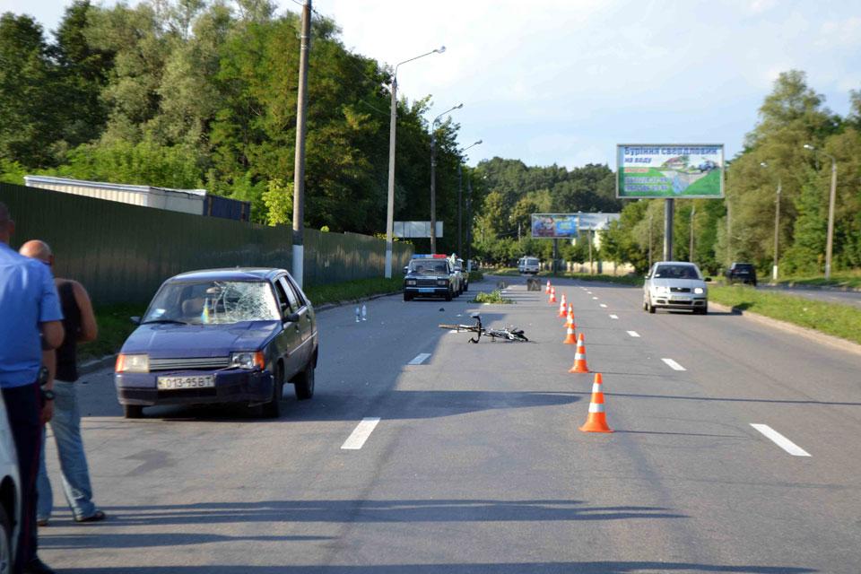 Вінничанка на Київській збила двох велосипедистів. Один загинув