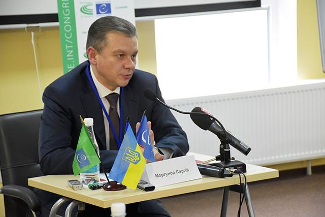 Сергій Моргунов розповів своїм колегам з інших міст про важливість зворотного зв'язку з громадою