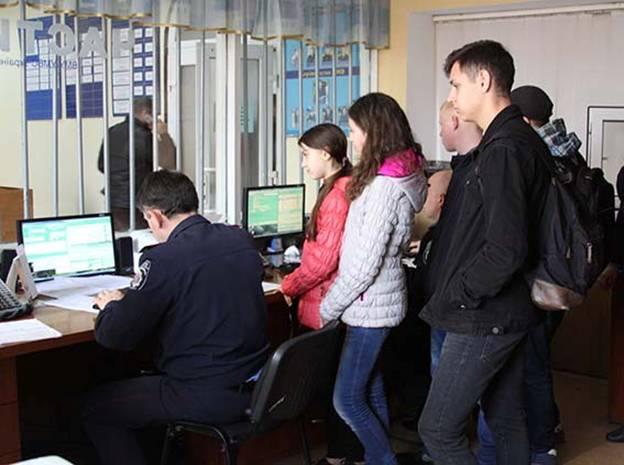Вінницьким школярам показали, де тренуються стрільбі працівники поліції