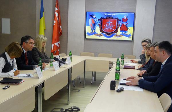Посол Канади в Україні запросив вінницьких підприємців взяти участь у канадсько-українському економічному форумі