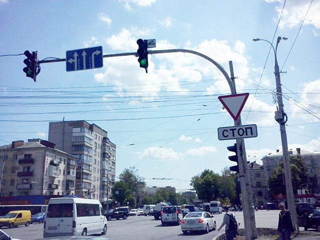 До кінця травня по вулиці Замостянській в районі РАГСу буде зроблено додаткову смугу руху