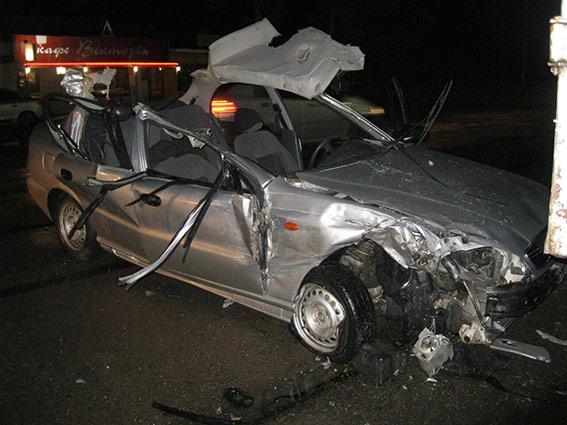 На Вінниччині Daewoo в'їхав у вантажівку. Загинула 16-річна пасажирка легковика