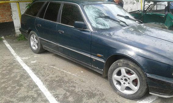 В Іллінецькому районі водій на BMW збив велосипедистку та втік, залишивши авто у лісосмузі
