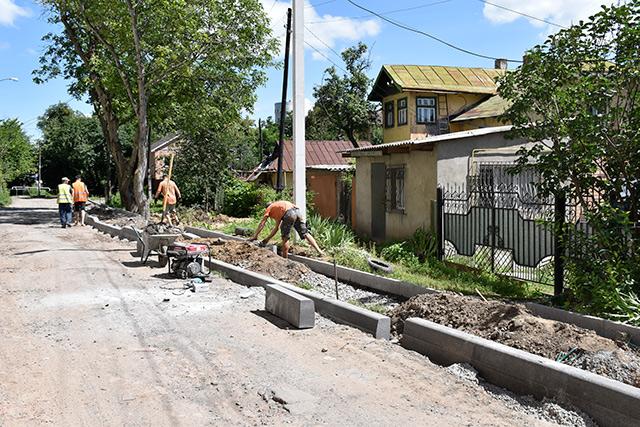 По другому провулку Хмельницького шосе викладуть тактильну плитку та оновлять огородження