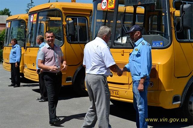 Липовецькі  школярі отримали три нових шкільних автобуси