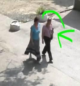 """Поліція розшукує двох шахрайок, які з вінничанок """"зняли порчу"""" та близько 220 тисяч гривень"""