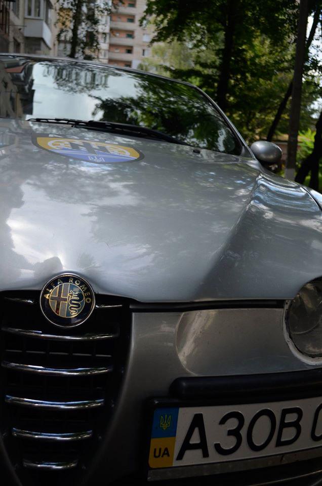 Патрульний поліцейський з Вінниці віддав свою автівку для потреб бійців  у зону АТО