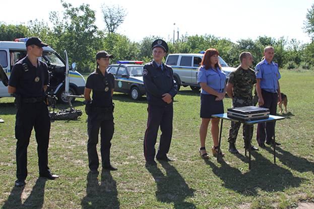 В дитячому таборі поліцейські знайомили діток із роботою вибухотехніків та кінологів