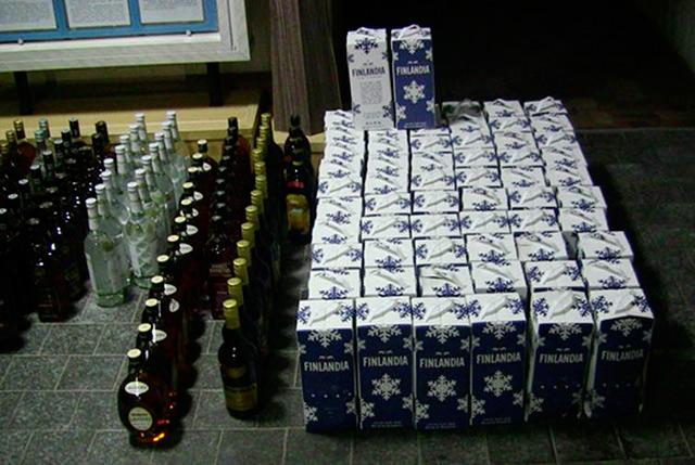 """Поліцейські зупинили водія, який """"придбав для власних потреб"""" липові спиртні напої - всього майже 400 літрів"""