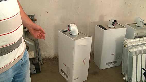Поліцейські затримали трьох чоловіків, які з новобудови по вулиці Покришкіна крали газові котли та радіатори