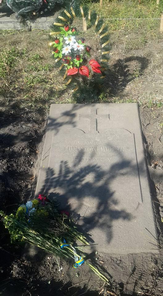 """На Вінниччині під час впорядкування кладовища знайшли могилу автора пісні """"Гей, соколи"""" Тимка Падури"""