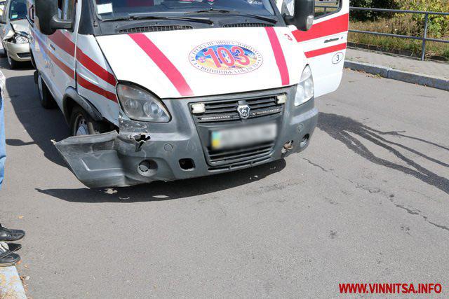 """ДТП на Замості: водійка """"ВАЗу"""" не пропустила машину """"швидкої"""", яка поспішала врятувати дитину із травмою голови"""