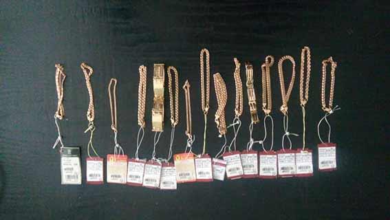 В Ладижині тдвоє чоловіків та дівчина обікрали ювелірний магазин. Затримали грабіжників у столиці