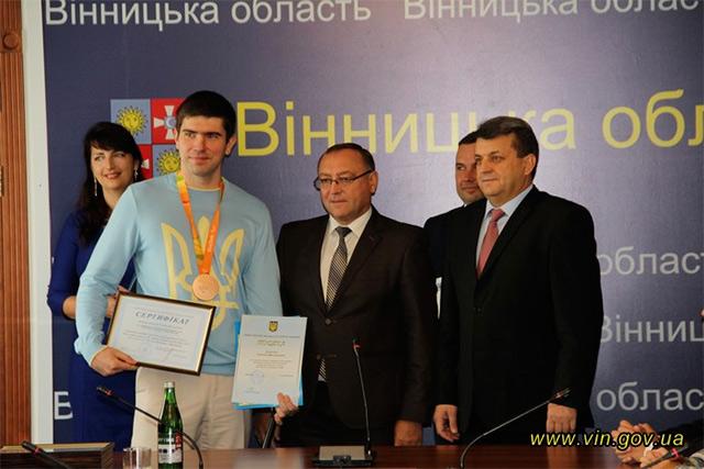 Вінничанам, які брали участь у Паралімпіаді в Ріо, та їх тренерам вручили сертифікати на грошові винагороди та грамоти