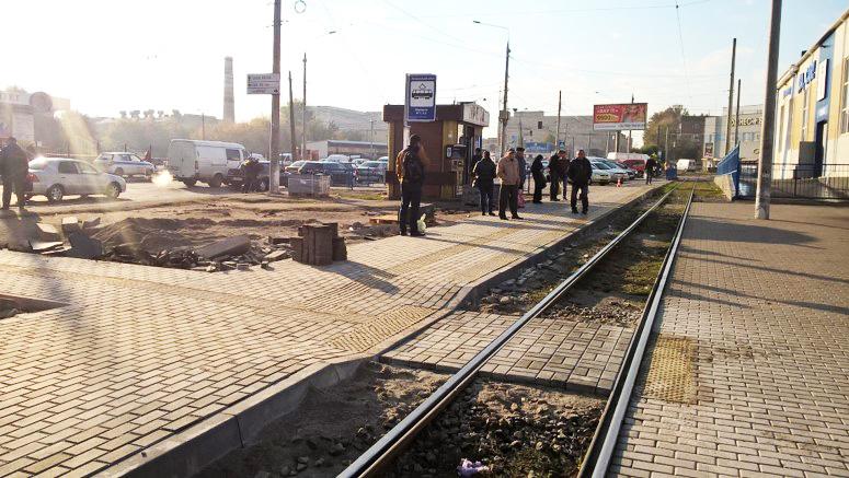 У Вінниці тривають роботи по встановленню нових зупинок та ремонту доріг і тротуарів