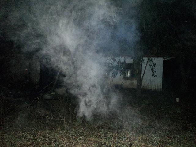 На Вінниччині через пожежу на горіщі будинку жінка з опіками рук потрапила до лікарні
