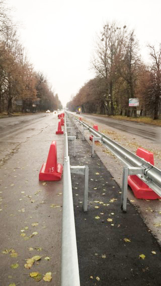 По Немирівському шосе вже побудовано більше половини розподільчої смуги, острівців безпеки та «карманів» для транспорту