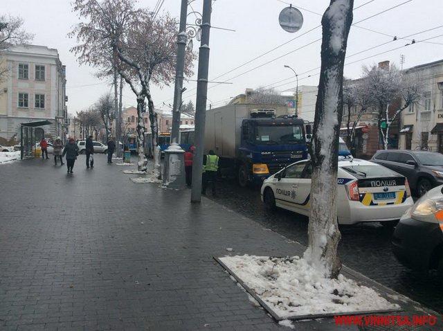 На вул. Соборній вантажівка насмерть збила молоду жінку